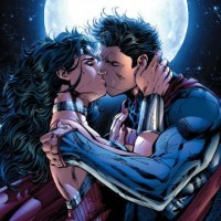 SupermanWonderWomanKiss